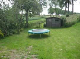 een van de twee trampolines