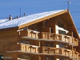 zeer luxe, geheel nieuw appartement + studio en groot zonnig balkon op een wellness resort met thermaalbaden en veel faciliteiten. 4-seizoenen bestemming in Ports du Soleil (ski)gebied!  ook voor andere appartementen; informeer dus indien reeds bezet!