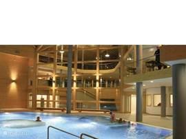 wellness center binnen; zwembad e.d.
