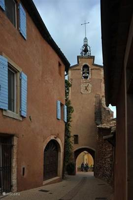 kerktoren in Roussillon