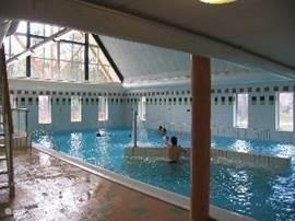 Binnenzwembad,wat in het centrumgebouw te vinden is.