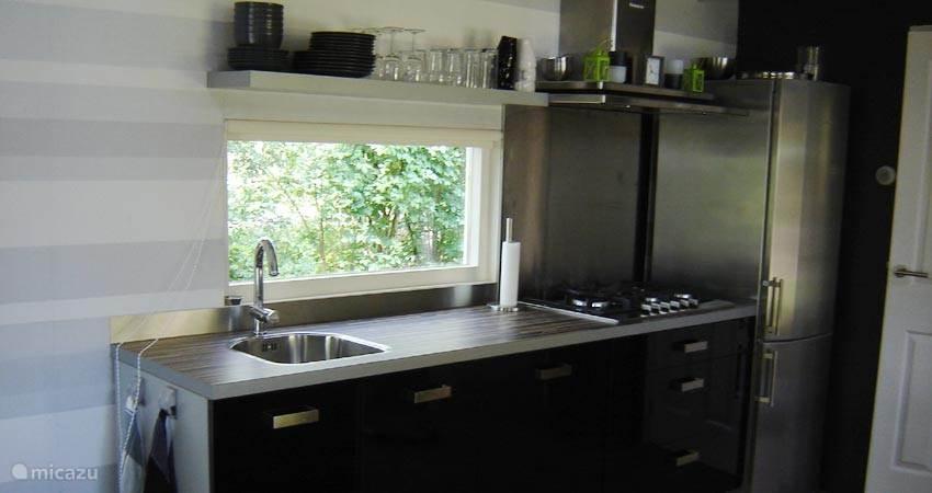 De keuken is voorzien van vele extra's