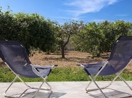 Heerlijk genieten van de zon en de natuur op het terras van casa nell'antico baglio
