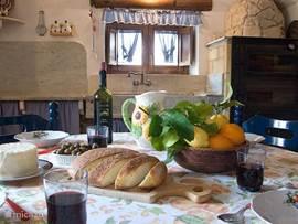 Eten in de keuken met veel lichtinval
