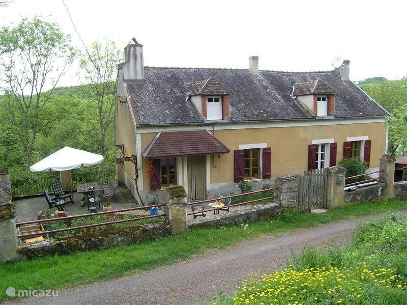 Vacation rental France, Burgundy, Saint-André-en-Morvan holiday house Les grandes chaussees