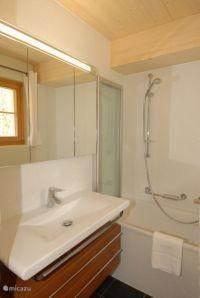 5 badkamers met bad en douche