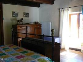 Grote slaapkamer met prachtig uitzicht over de vogezen.