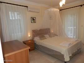 masterbedroom, nu ook alle andere kamers met musquito-netten voorzien !In de masterbedroom is een safe gratis ter beschikking !!