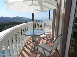 terras bij masterbedroom , lekker lang nagenieten met prachtig uitzicht.