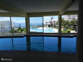 verwarmd binnenzwembad voor algemeen gebruik
