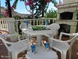 play place !!! schaken, kaartje leggen,rummikub, pintje drinken