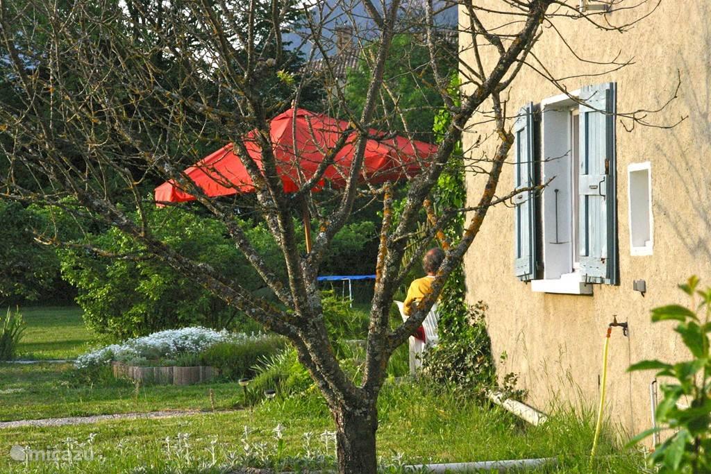 Overkapping douglas hout met plat dak houthandel van gelder