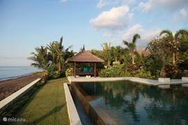 Beautifully situated directly on the beach of Lovina Beach, North Bali