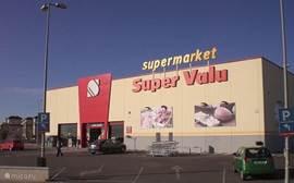 grote supermarkt 5 minuten lopen van de villa elke dag geopend