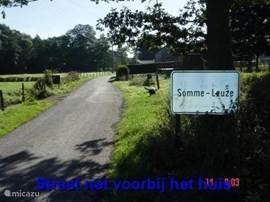 Boerderij is aan deze uitvalsweg van Somme-Leuze gelegen