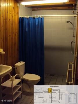 Het huis beschikt over drie badkamers; dit is nummer 1