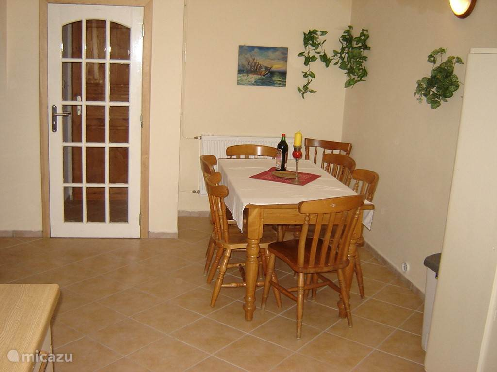 The dining area in the kitchen