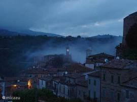 Mist in Sorano