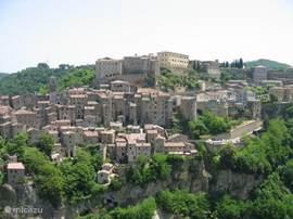 Sorano vanuit Etruskische Necropolis