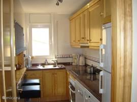 luxe keuken met oa vaatwasser, magnetron en wasmachine