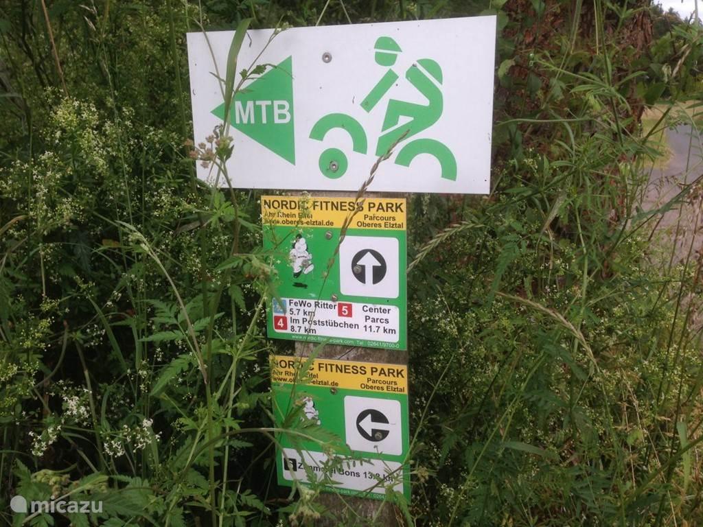 Mountain-bike en wandelroutes, direct vanuit de voordeur! U vindt deze routes overal duidelijk herkenbaar aangegeven.