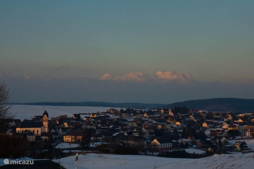Uitzicht over Uersfeld in de winter, hoe mooi!