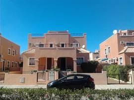 Casa di maxima is de rechter woning op de foto.