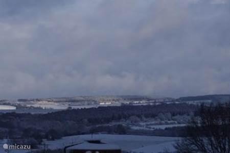 sneeuwpanorama vanuit de tuin