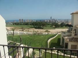 Villa Alegria, Costa Blanca, Finestrat Spanje - Uitzicht op golfbaan pitch & putt vanaf balkon hoofdslaapkamer
