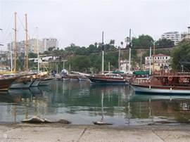 Haven van Antalya op 65 km afstand