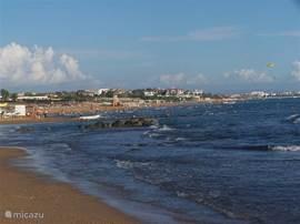 U kunt een 14 km lange strandwandeling maken naar de punt van Side. Ook de wandelboulevard van Colakli naar Side is nagenoeg gereed.