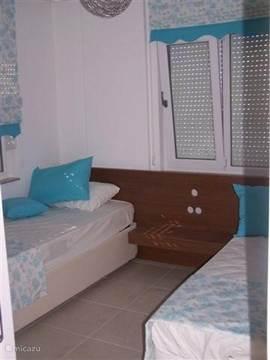 Kinderslaapkamer 9 mtr met discobal verlichting.