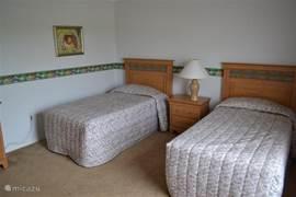 Slaapkamer 3 met 2 eenpersoons bedden