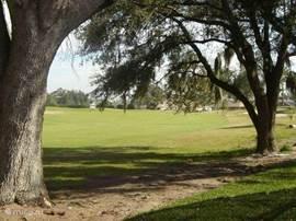 De golfbaan achter de villa