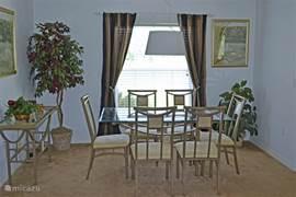 Eetkamer in de livingroom