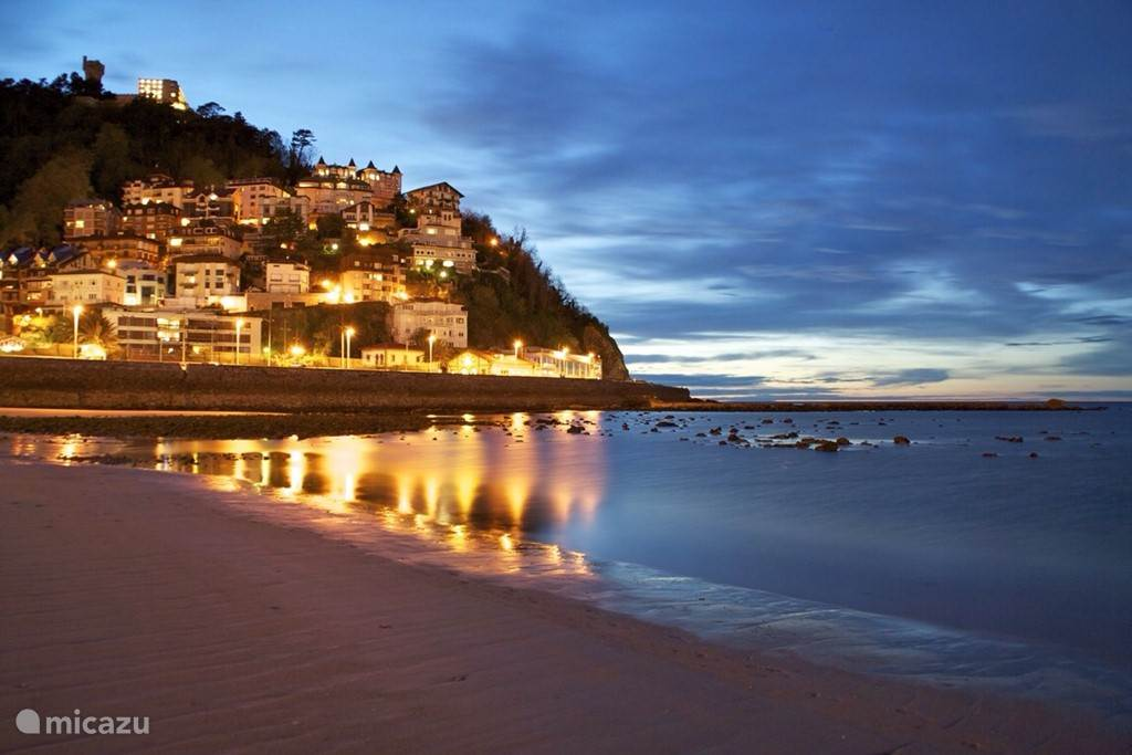 Ondarreta Beach by night