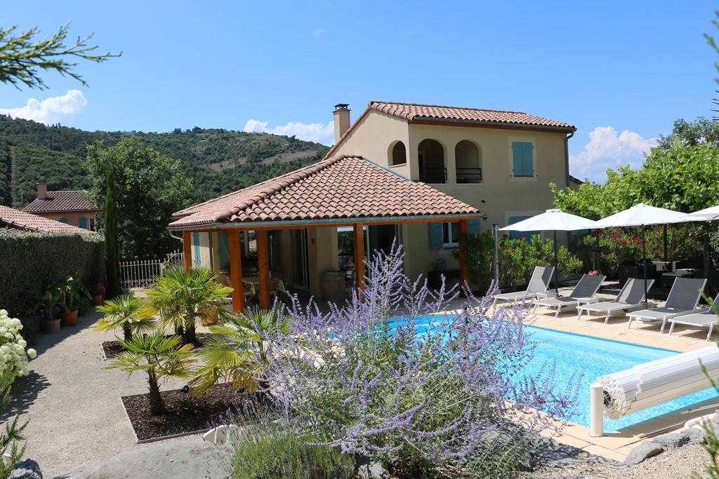 Nu €200 korting op de laatste nog openstaande periodes van 6 tot 20 mei en de 1ste week van juli. Luxe villa met verwarmd zwembad in Vallon pont d'Arc