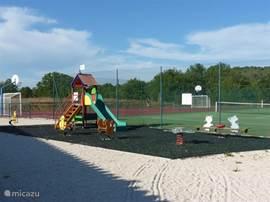 kinderspeeltuintje op het park
