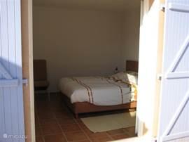 slaapkamer zwembadzijde beneden