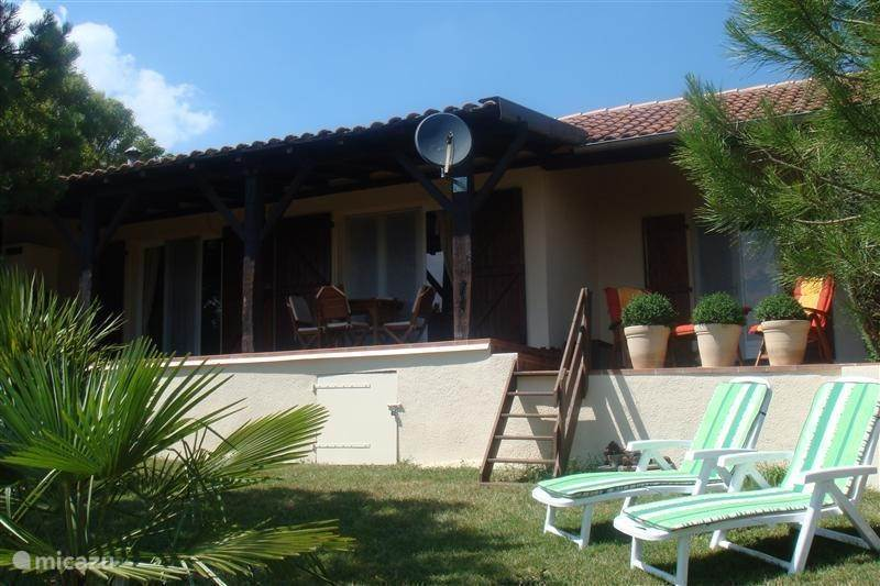 Vacation rental France – holiday house Casteillas