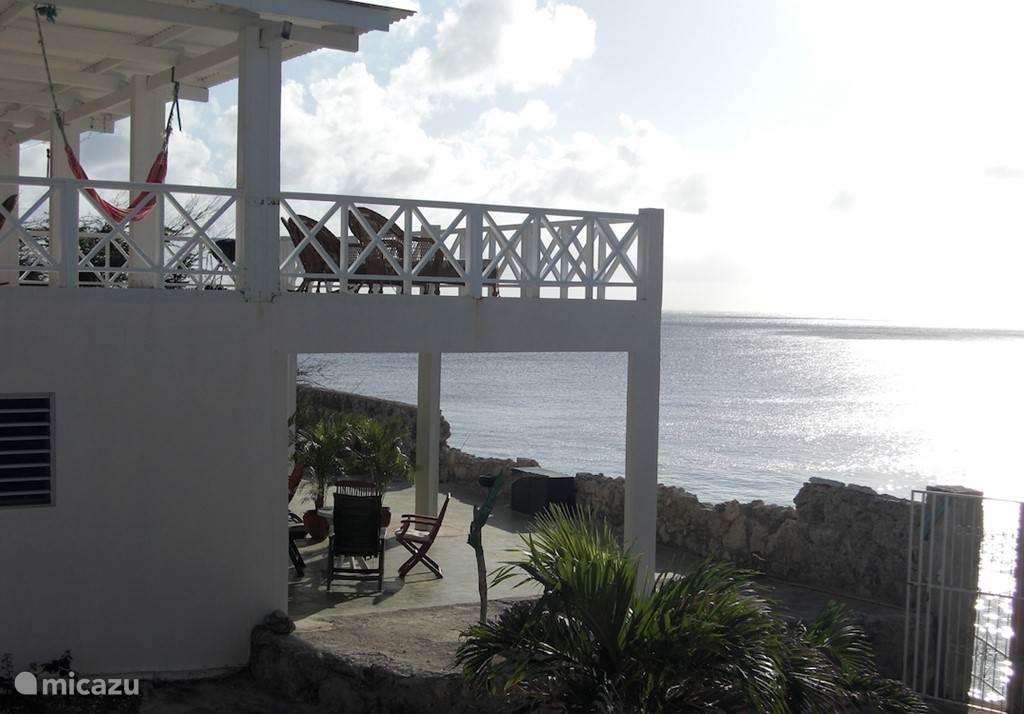 Het terras van het Main House