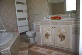 horend bij kamer cigale, ligbad,douche en dubbele lavabo