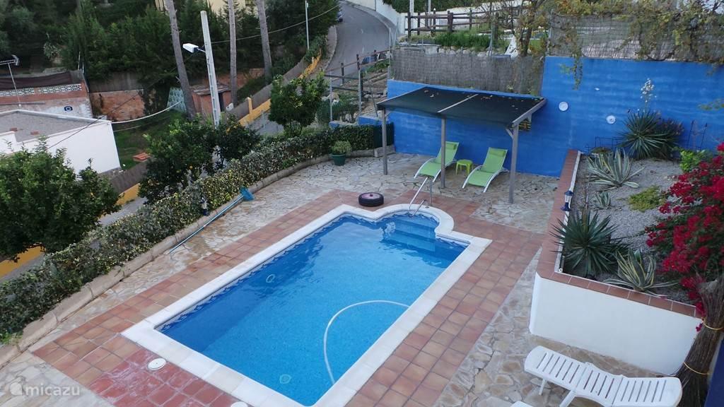 uitzicht vanaf boven op het zwembad