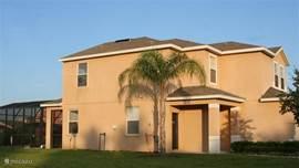 Deze villa met 2 verdiepingen, gebouwd op de grootste kavel, ligt in de wijk Sandy Ridge. De villa biedt ruimte voor 8 personen en 2 baby's. Er zijn 4 slaapkamers en 3 badkamers aanwezig.