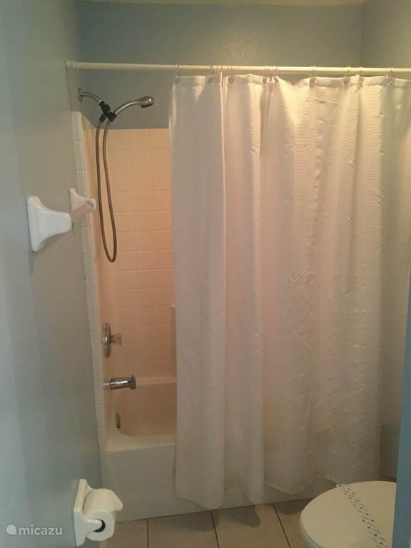 Gezamelijke badkamer voor Bonne Nuit en Good Night kamers