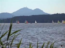 Op 50 autominuten het fraaie recreatiemeer Doksy. Zonnen, zwemmen, waterfietsen en rondvaartmogelijkheden.