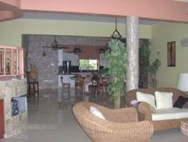 Part living room and kitchen, suitable large groups. Dining: 12 people.