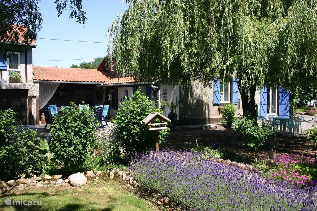 Vacation rental France, Midi-Pyrenees, Campuzan farmhouse La Bicyclette Bleue