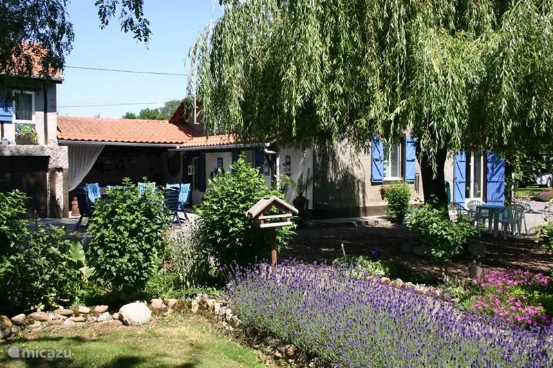 Vacation rental France, Hautes-Pyrénées, Campuzan Farmhouse La Bicyclette Bleue