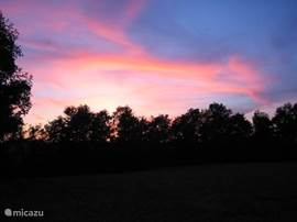 Enjoyed our photos? Last ..... well ... then 'n beautiful colorful sunset seen from our garden ......